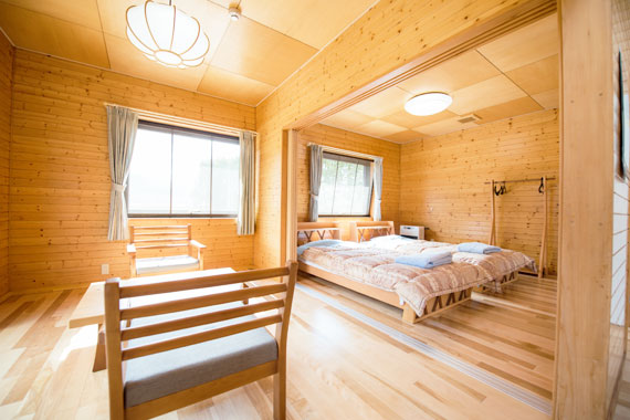 6畳洋室(ベッド2台)+6畳洋室(和布団)