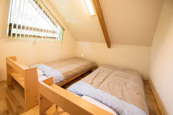 4畳半洋室(ベッド2台)(2階)